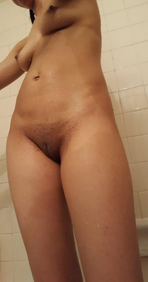 amateur photo How many cum shots does this shower shot get? [F]