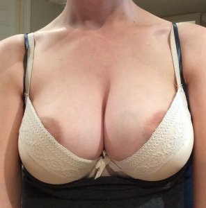 amateur photo Growing boobs problem...