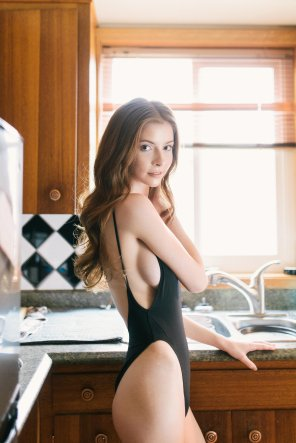 amateur photo Kitchen hottie.