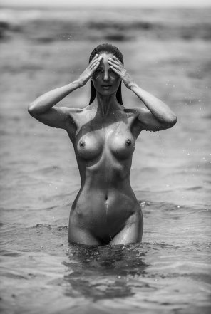 amateur photo Getting herself wet