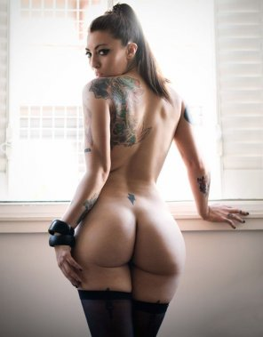 amateur photo Inked Brunette