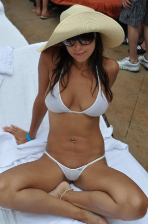 amateur photo A white bikini on a tan body always looks hot.