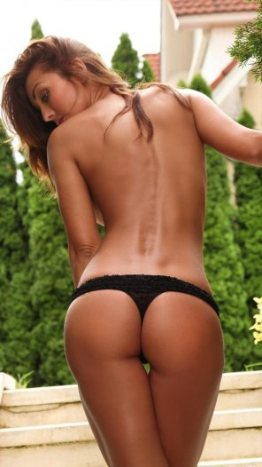 amateur photo Brunette in black panties