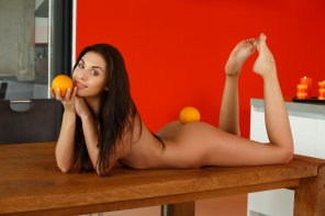 amateur photo Also holds oranges