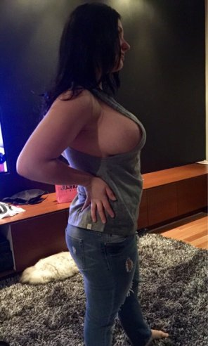 amateur photo Super Perky Sideboob For A Tit That Big