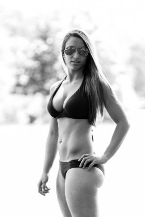 amateur photo black&white bikini