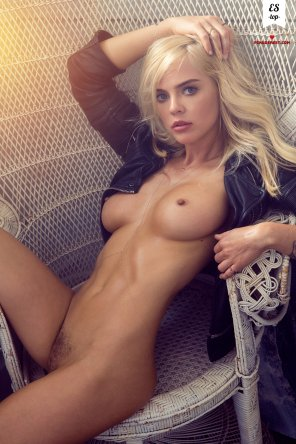 amateur photo Hot blonde in a leather jacket