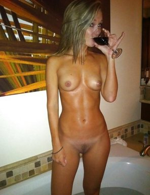 amateur photo Some wine with her bath