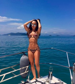 amateur photo PictureHot girl in a boat