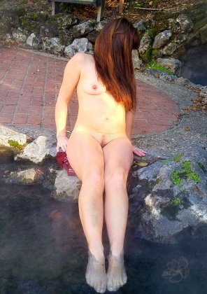 amateur photo Dipping my [f]eet behind the Hot Springs National Park visitor center during the shutdown [AIC] 🌹