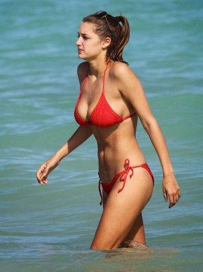amateur photo red bikini
