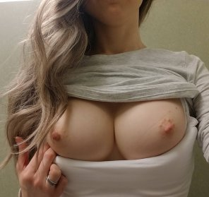 "amateur photo A quick ""6 minutes before my next meeting"" bathroom titty pic [f31]"