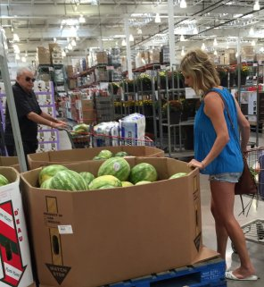 amateur photo caught him checking out her melons.