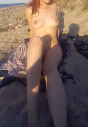 amateur photo [F] doing some tanning