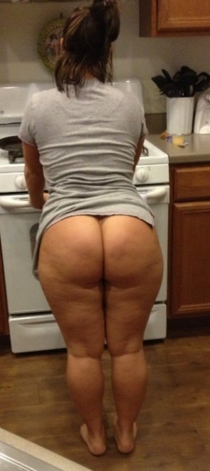 amateur photo MILF wants doggystyle on the stove