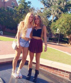 amateur photo Babes on campus