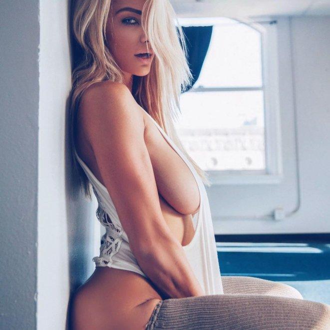 Lindsey Pelas Porn Photo