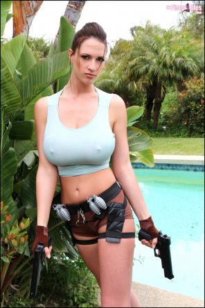 amateur photo Lana Kendrick and her 2 lethal weapons