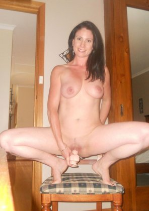 amateur photo Sexy amateur using a dildo