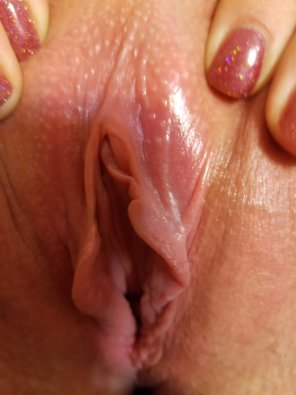 amateur photo Close up of the wi[f]es pussy