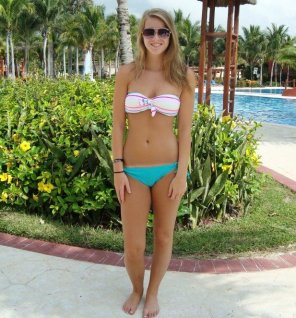 amateur photo Cute girl in bikini