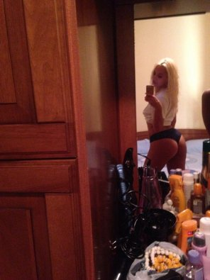 amateur photo Showing her ASSets