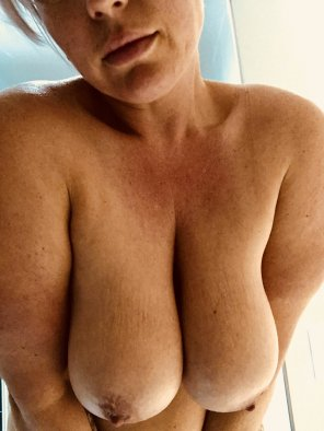 amateur photo Feels so good to take my bra off!✌️🍩😋