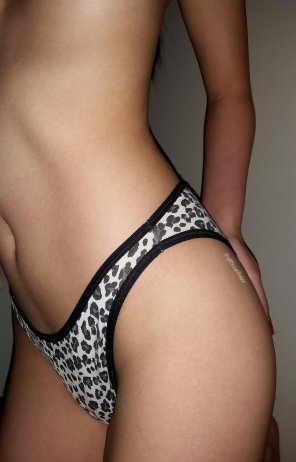 amateur photo Some leopard print hi-cut undies!