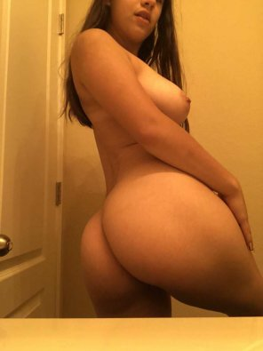 amateur photo I think I look better from the back. Do you? [F]