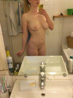 amateur photo Bathroom Selfie.