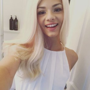 amateur photo Elsa Jean selfie