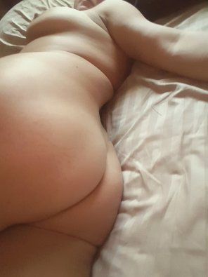 amateur photo 🎶I[f] I had it my way I'd roll out of bed say bout 2:30 mid day🎶