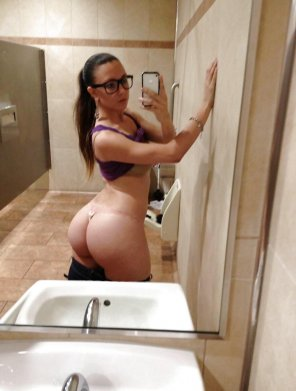 amateur photo Bathroom booty
