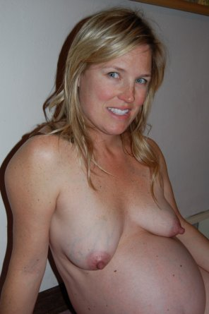 amateur photo Sexy Pregnant Bare Breasts and a Smile