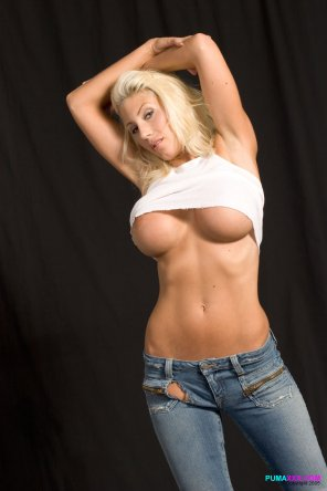 amateur photo Puma Swede underboob and jeans