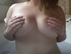 amateur photo [f]inally joining the bandwagon and entering the contest, what do yall think?
