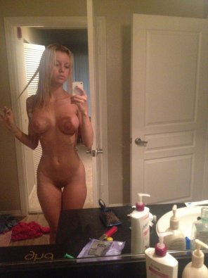 amateur photo Blonde Girl selfie