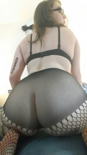 amateur photo Fishnets and glasses