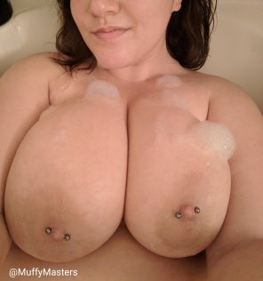 amateur photo [OC] [F] Bath time ;)