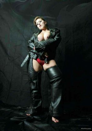 amateur photo London Andrews in leather