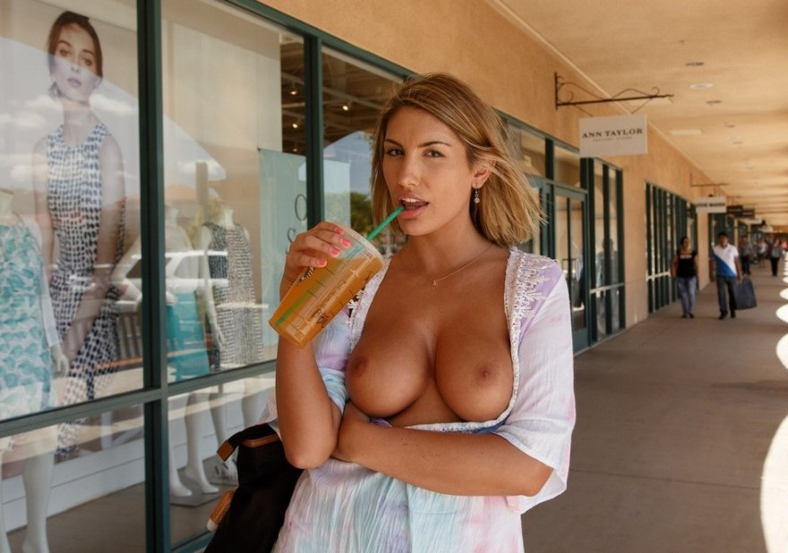 Starbucks Should Hire August Ames for a Spokesperson Porno Zdjęcie