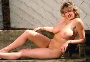 amateur photo Debbie Quarrel on a bench