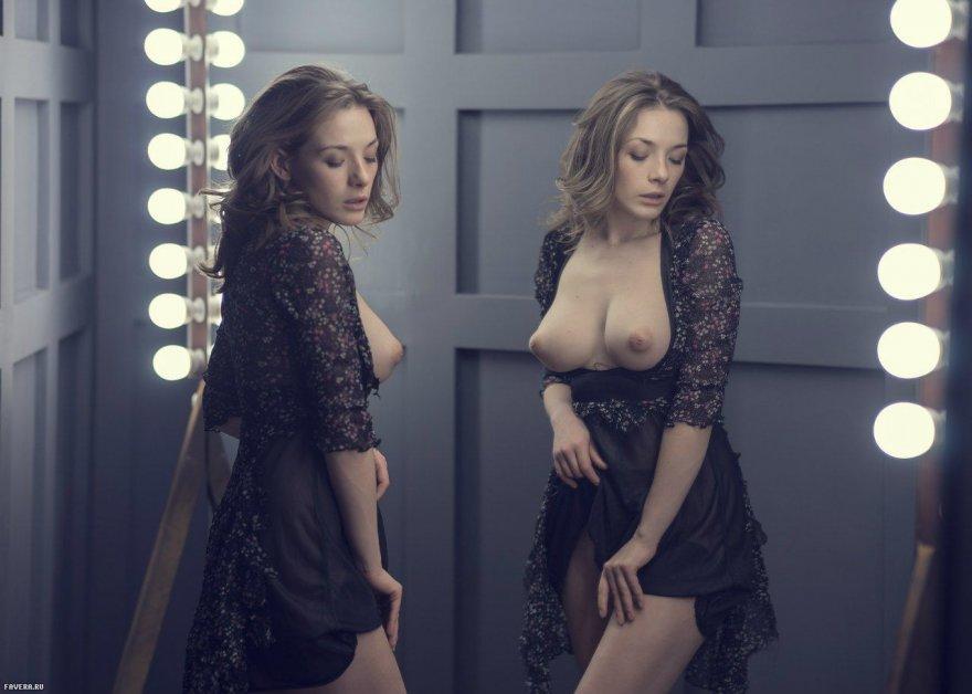Olga Kobzar lifting her dress Porn Photo