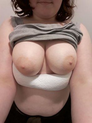 amateur photo My titty want a man to grab them and play hard! S ✿ C : renelong5