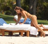 Daphne Joy attempting The Alba, but not quite in the right angle for the paparazzo she hired