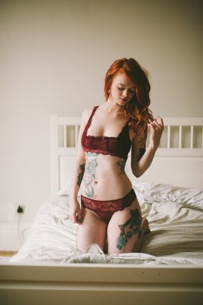 amateur photo Red, tattooed and kneeling
