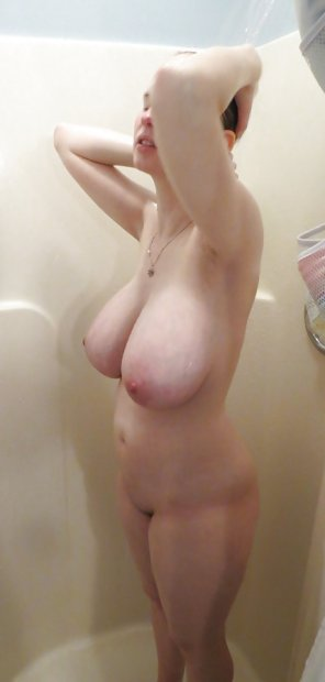 amateur photo Shower boobs