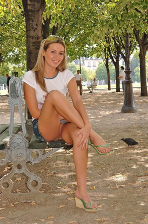 amateur photo Pretty girl enjoying a relaxing day in the park