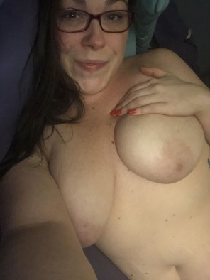amateur photo Cum lay with me? 🥰💕 32F