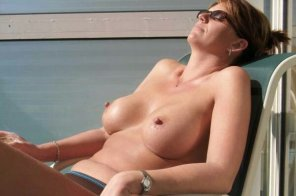 amateur photo [image] Perfect tits sunbathing